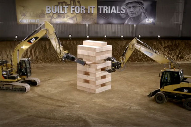 Jenga met machines: reclamespot van Caterpillar gaat viraal (video)
